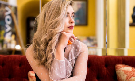 Sara Ryan releases new single 'Bright Blue Screens'